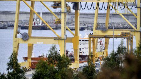 El buque Granato durante su cuarentena en el puerto exterior de Ferrol