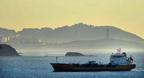 El buque Granato durante su cuarentena en la ría de Ares