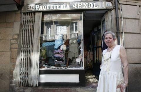 Carmen Fernández es la tercera generación que se encarga de la paquetería Renol.