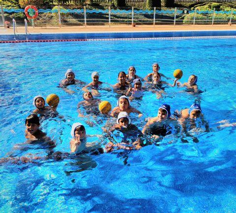 Los alumnos con la jugadora  María Casado.