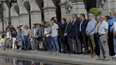Silencio en solidaridad por los muertos en Carral, delante de María Pita