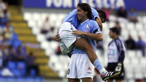 Mostovoi celebra con Juanfran uno de sus goles de aquel encuentro.