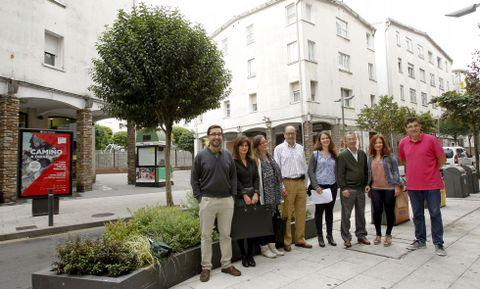 Un grupo de vecinos y comerciantes organizan la fiesta del 55 aniversario del Ensanche.