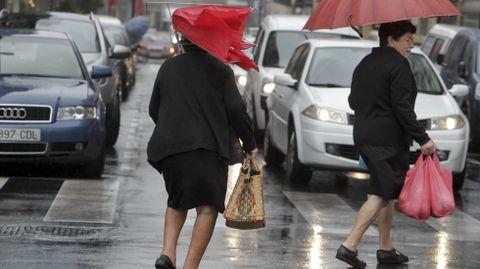 En la provincia de Pontevedra, alerta naranja por fuertes vientos.
