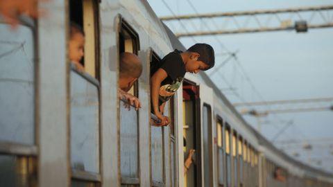 Niño sirio en el tren en la estación croata de Tovarnik.