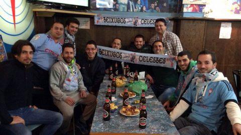En la previa de los partidos se reúnen en Vigo, su sede es la tapería Peralta, en Aldán