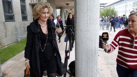 La abogada de Alfonso Basterra, Belén Hospido, a la salida de los juzgados de Fontiñas.