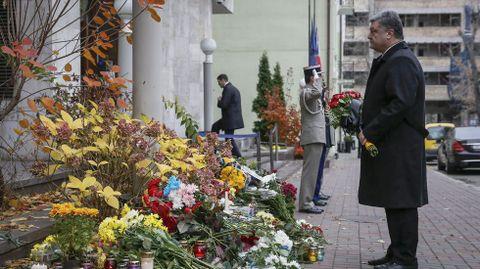 El presidente ucraniano, Petro Poroshenko en un homenaje a las víctimas.