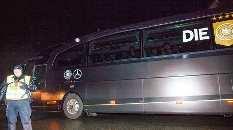 El autobús de la selección alemana abandona la zona