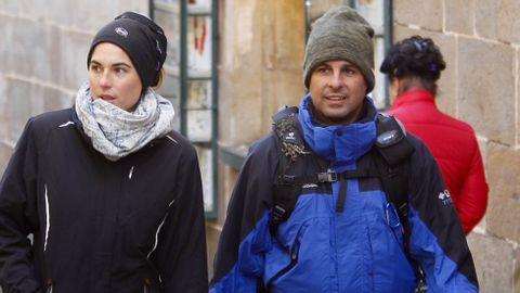 Fran Rivera ha llegado hoy a Santiago tras recorrer el Camino desde O Cebreiro. Ha entrado en la plaza del Obradoiro en compañía de su mujer, Lourdes Montes.