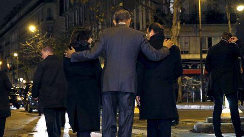 Obama y otros líderes mundiales se acercaron hasta la sala Bataclán para depositar unas flores en honor a las víctimas de los ataques terroristas.