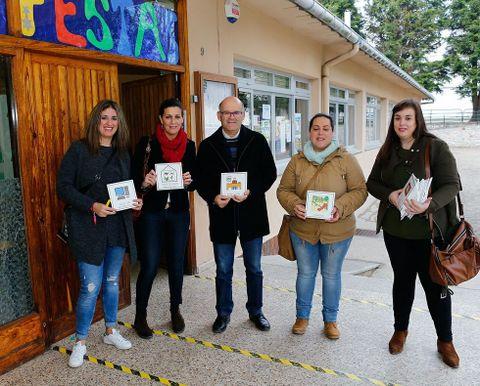 La colocación de los pictogramas comenzó ayer en el colegio Eugenio López