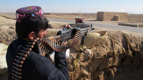 Policía afgano en un puesto de control
