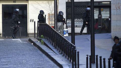 Los «funcionarios de policía» que replicaron a tiros a la agresión.