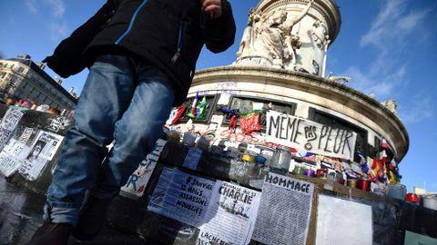 Memorial a las víctimas de los atentados de París en la plaza de la República.