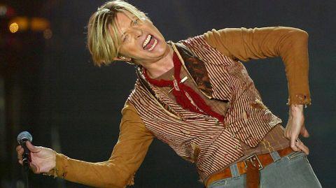 Tras tres años de experimentación David Bowie resurgió con gran éxiro gracuas al sencillo «Starman» y el disco «The Rise and Fall of Ziggy Stardust and the Spiders from Mars».