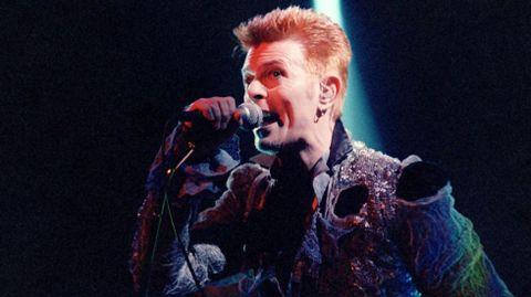 Actuación de David Bowie durante el Doctor Music Festival celebrado en 1996 en La Guingueta Daneu.