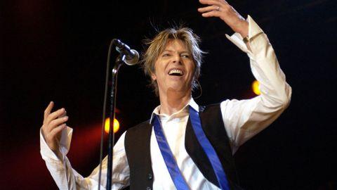 David Bowie en un concierto en Colonia (Alemania) en 2002.