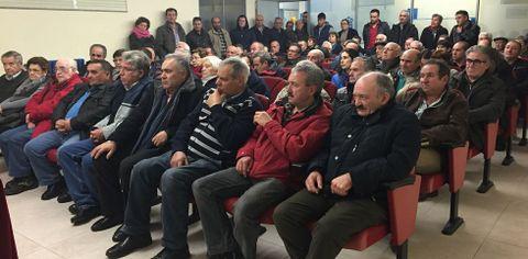 Más de doscientos propietarios asistieron a la reunión informativa convocada por el Concello.