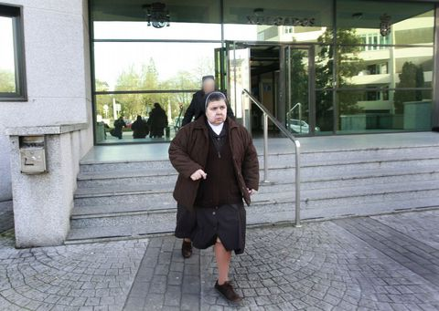 La exdirectora del Hogar Madre Encarnación, saliendo ayer de su declaración en el juzgado.