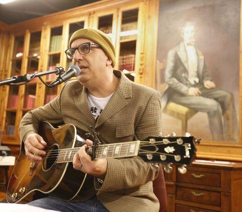 Nicolás Pastoriza actuó en la biblioteca de la Emao.