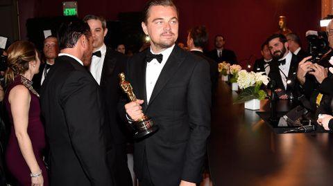 Leonardo DiCaprio en el «backstage» de los Oscars.