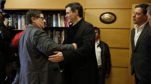 Pedro Sánchez con el rector Julio Abalde