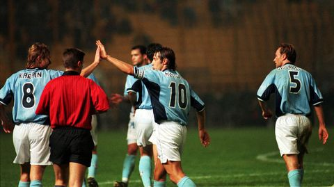 Los celestes celebran uno de los dos goles que marcó Karpin en Salónica