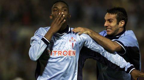 McCarthy festeja con Gustavo López un gol en el 4-0 a la Juventus