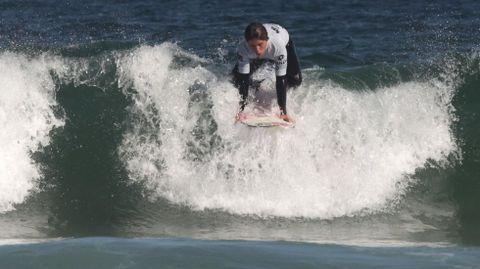 El arenal Razo-Baldaio, bello litoral de Carballo. Surf en la playa de Razo.
