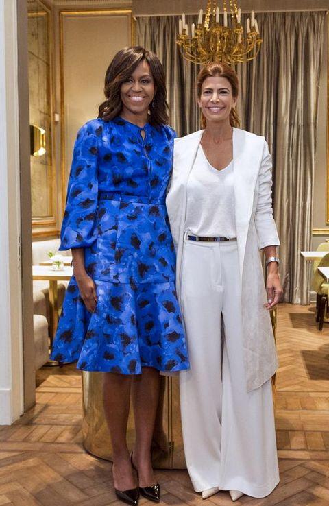 Las primeras damas de Estados Unidos y Argentina, Michelle Obama y Juliana Awada, posando en el Centro Centro Metropolitano de Diseño de Buenos Aires.