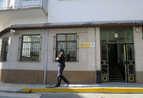 Exterior de la comisaría ayer, primera jornada sin oficina nocturna de denuncias.
