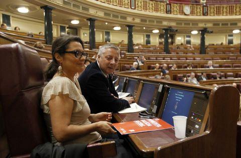 La ourensana Laura Seara, junto a José Blanco, en un pleno de la pasada legislatura.