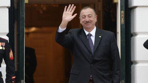 La familia del Presidente de Azerbaiyán, Ilham Aliyev, utilizó, según los documentos, fundaciones y compañías en Panamá para mantener acciones secretas en minas de oro y bienes raíces en Londres