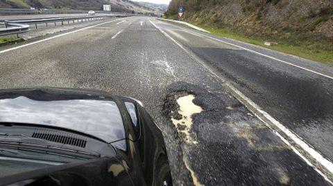 Socavones y trampas en plena A-6 en Lugo