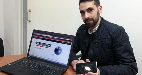 Diego Riveiro ya tiene una página web en la que muestra su producto, una funda de móvil que no tiene nada de convencional.