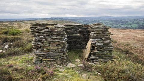 Ruinas de un refugio de pastores en el lugar de O Castelo