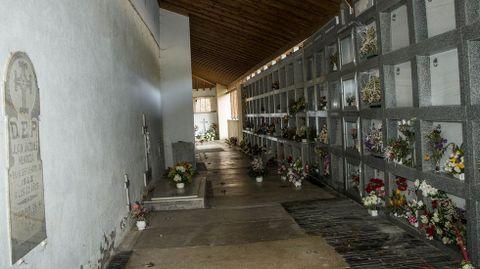 El singular cementerio cubierto que rodea la iglesia de Santa María, donde se halla el santuario de san Eufrasio