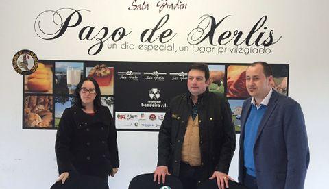 Daniel Cochón, de Frigoríficos de Bandeira ?centro?, con Adriana y Antonio Abelleiro, de Sala Gradín.