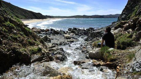 Una división natural. La playa de Ponzos. Cuando se realizó el deslinde entre ambos municipios se estableció el río que desemboca en la playa de Ponzos como frontera natural.