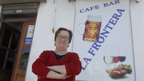 María Criado Responsable del bar La Frontera. El establecimiento acaba de cumplir siete años y está ubicado en la línea divisoria, aunque pertenece a Narón.