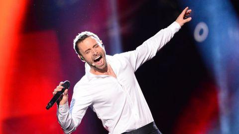 El presentador de la gala también se puso a cantar.