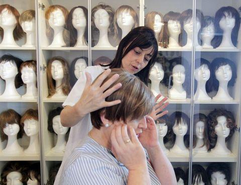 El banco de pelucas ha atendido ya la petición de más de 550 mujeres enfermas de cáncer.
