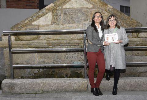 María Canosa y Concha Blanco al término de la presentación de su libro ayer en Cee.
