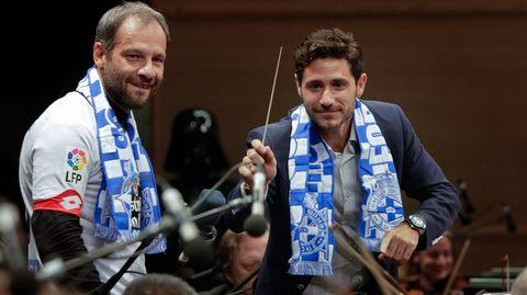 Dirigiendo a la sinfónica de Galicia.