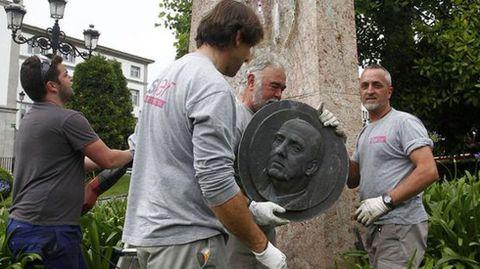 Eliminación de la medalla de Franco