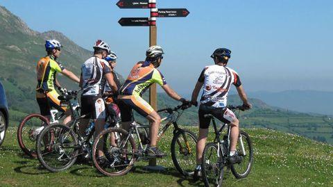 Participantes en el Anillo Ciclista, uno de los programas financiados con fondos de la anterior edición del Plan Leader
