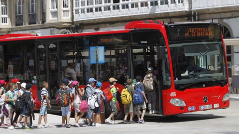 Autobús atascado en túnel de María Pita. Los niños del autobús