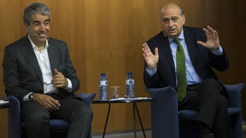 Francesc Homs y Jorge Fernández Díaz durante un debate electoral celebrado este mes en Barcelona