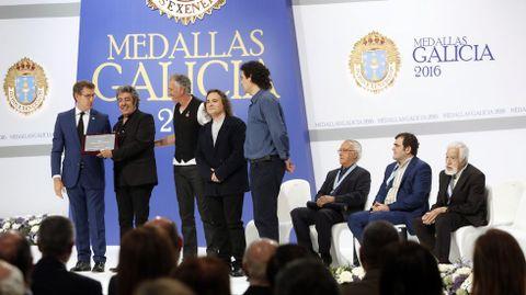 Feijoo preside la imposición de las Medallas de Galicia 2016 a Gallego, Leiro, Los Suaves y Losada